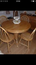 Excellent conditions round extendible dining table and four chairs