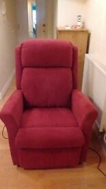 RISER/RECLINER CHAIR.