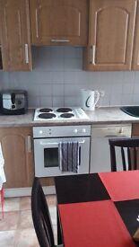 2 bed mid floor flat full furnish clean modcons en-suite £520 + bills +bond Bakewell from 1-June