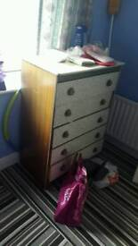 dressing table/chest of drawers