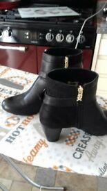 BLACK LEATHER/SUEDE ANKLE BOOTS