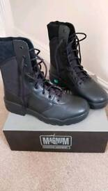Magnum classic boots brand new in box
