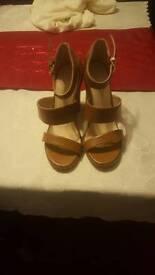 New Ladies size 6 heels