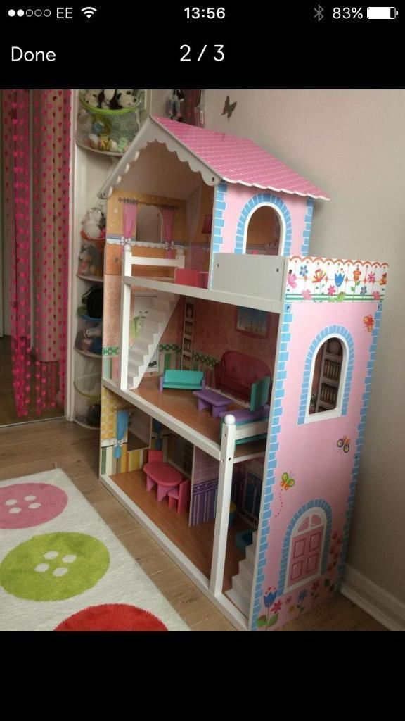 Wooden dolls house (to fit barbie dolls)