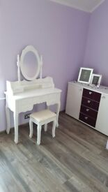 Lovely White Dressing Table Makeup Desk with Stool