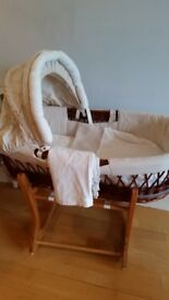 Chic wiker moses basket with rocking stand