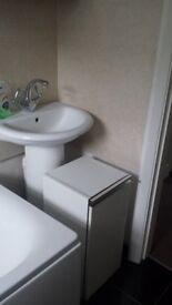2 Bathroom cupboards white