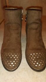 Girls boots size 10