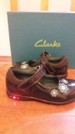 Clarks Lights Navy patent girls shoes size 7G