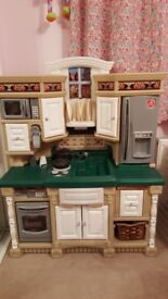 Childrens Step 2 kitchen with extra accesories