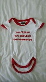 Manav Baby Collection Welsh/English bodysuit – 0-6 months