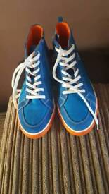 Brand new Clarks shoes size 5G and like new condition leather shoes size 5