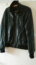 MENS BLACK SOFT LEATHER JACKET FROM BURTON. SIZE SMALL/MEDIUM. EXCELLENT CONDITION.