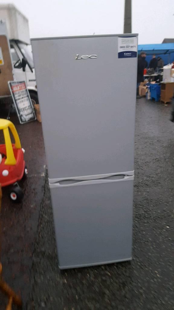 Lec 5ft fridge freezer very clean