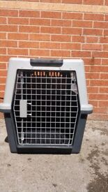 Fer plastic atlas50 big solid dog cage in very good condition!can deliver or post!