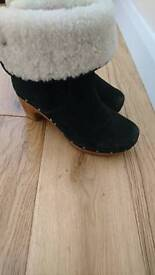 A as very new Ugg boots wedge clogg