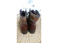 Clarks two toned leather boats - size 7d - never worn