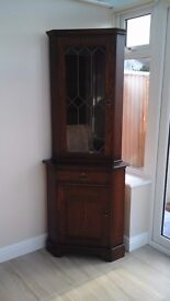 Ccorner Unit/Display Dressers