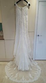 "Stunning Designer Ian Stuart ""Bali"" wedding dress. Size 10"