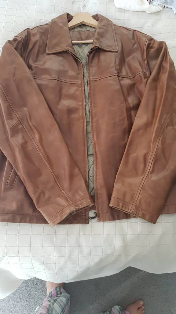 Brown leather jacket. Very good conditionin Leicester, LeicestershireGumtree - Brown leather jacket. Very good condition. Size 56 or xl