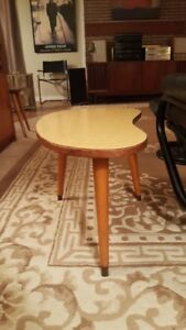 Mid Century Kidney-Shaped Small Side/Coffee Table