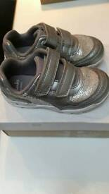 Clarks girls silver trainers 5.5f