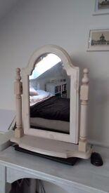 Free standing mirror