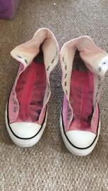 Size 8 pink converse