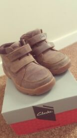 Shoes Clarks for boy, once worn