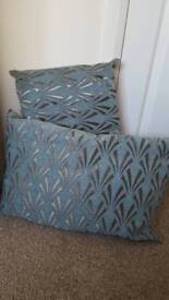 Pair scatter cushions