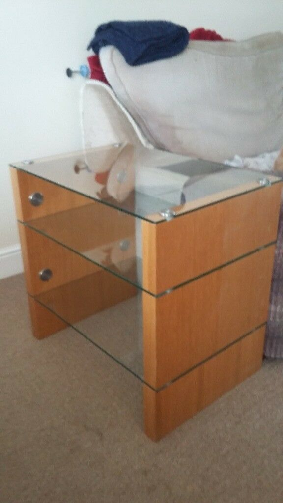 PRICE REDUCED Glass and solid wood tv unit / tv stand / hi-fi unit