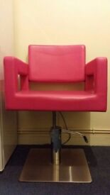 Bella Hydraulic Styling chair - excellent condition! Available in Black!