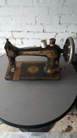 Antique singer sewing machine early 1900s