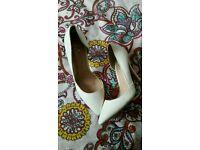White heels size 3