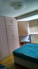 Double room to let in Woodford Green IG8