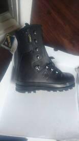 Boots. Hair climbers gortex