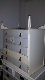 Vibtage chest of drawers