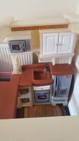Step 2 grand walk in kitchen in excellent condition