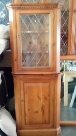 CORNER GLAZED WALL MOUNTED DISPLY UNIT WITH SEPARATE MATCHING BASE CUPBOARD