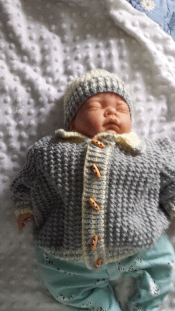 80810447e Hand made knitted boys cardigan and hat set 0-3 months NEW