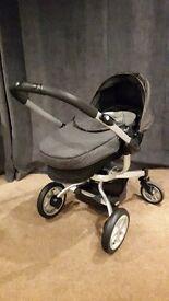 Graco 'Tri-Logic' Baby car seat, base & buggy travel system