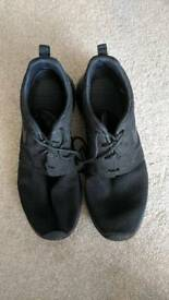 Nike Roshe (Black, Size 8)