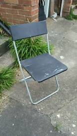 4 metal/plastic chairs