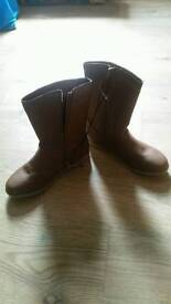 Brown boots size 3 new
