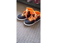 Kids heelys size3 boys black/orange mint condition