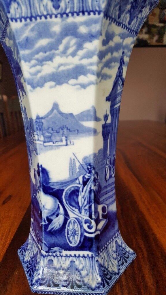 BEAUTIFUL CAULDON CHINA BLUE AND WHITE VASE