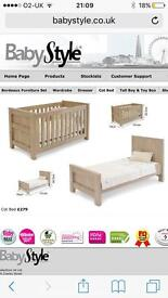 Cot/cot bed and chest of drawers