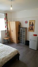 1 Luxurious Double Bedroom in North West London