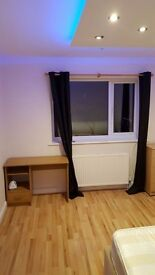 Double room in clifton close to City centre and Treat uni