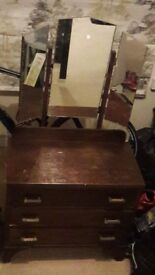 Dressing table with 3 detachable mirrors